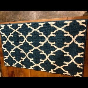(Like new) Teal rugs (19 inches x 33.5 inches)